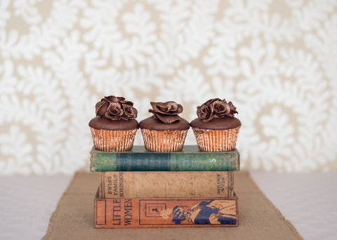 Chocolate rose cupcake Photo: Sarah Ellen Bailey - The Confetti Cakery