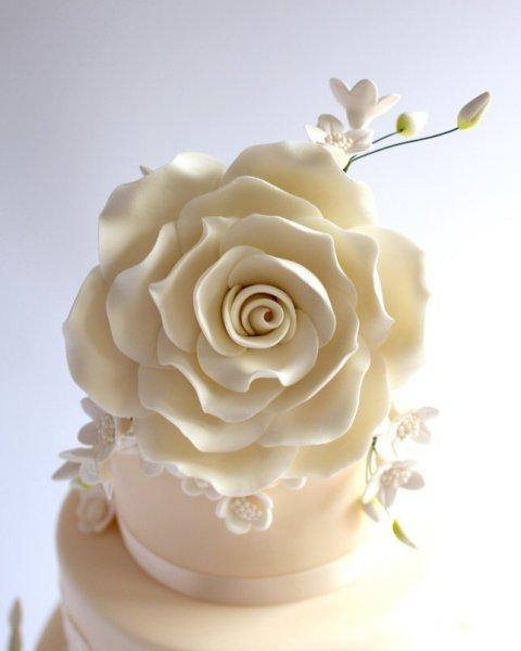Karen S Cakes Wedding Cakes In Bishops Stortford