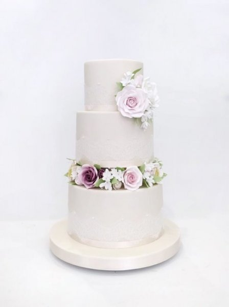 Naked-and-semi-naked-cakes-image-598x800.jpg