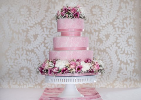 Pink lace and fresh flower cake Photo: Sarah Ellen Bailey - The Confetti Cakery