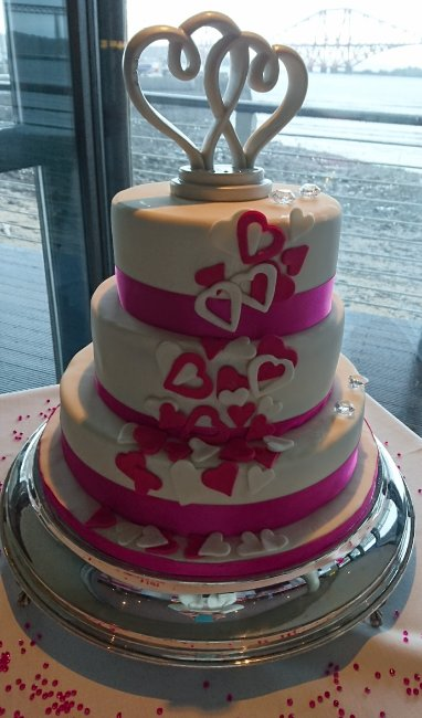 Hearts in any colour - Speciality-Cakes