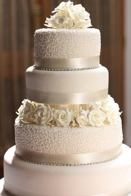 Classic Cream rose Wedding Cake