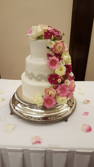 Wedding Cakes and Catering - The little house of baking -Image 27877