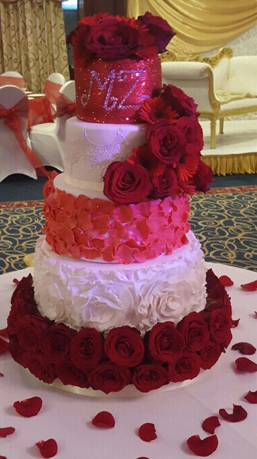 Wedding Cakes and Catering - The little house of baking -Image 34342