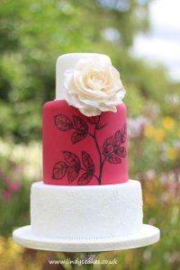 white-rose-Wedding-cake-by-award-winning-cake-designer-lindy-smith-IMG_1023.jpg