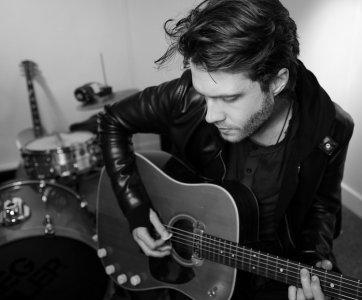 Greg - Acoustic Guitarist Vocalist