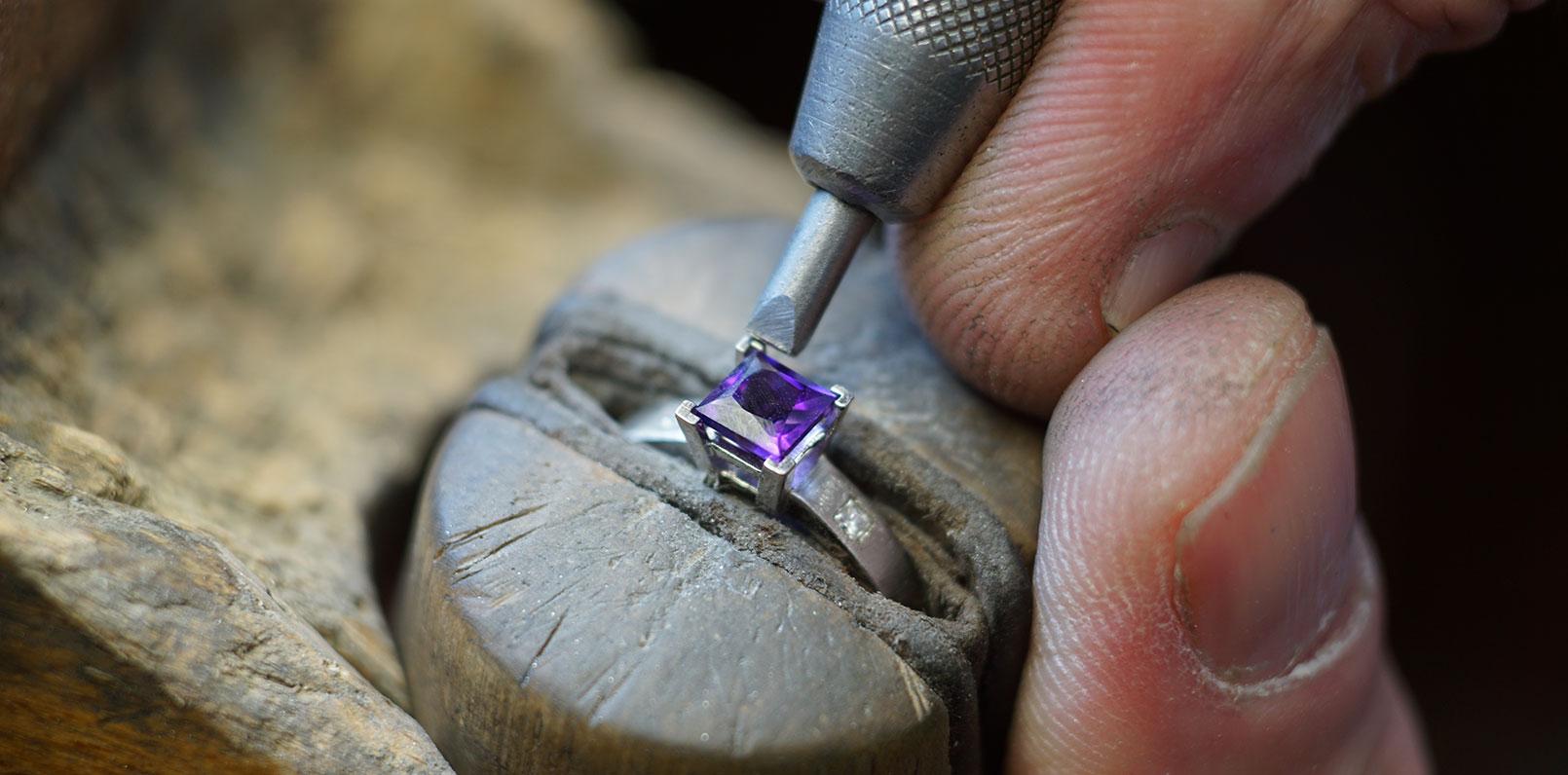 harriet-kelsall-bespoke-jewellery-amethyst-engagement-ring-stone-setting[1].jpg