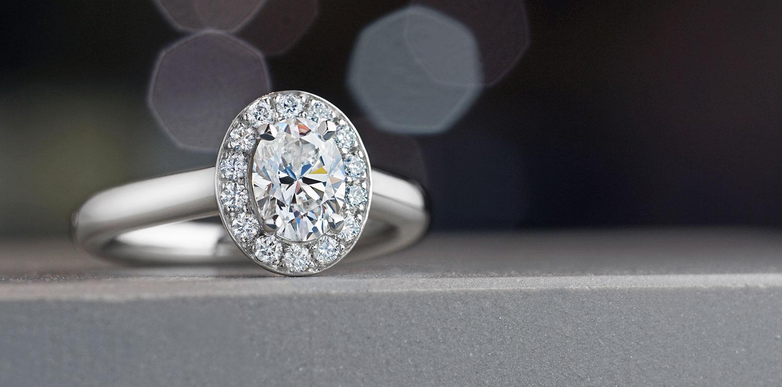 harriet-kelsall-bespoke-jewellery-diamond-cluster-engagement-ring[1].jpg