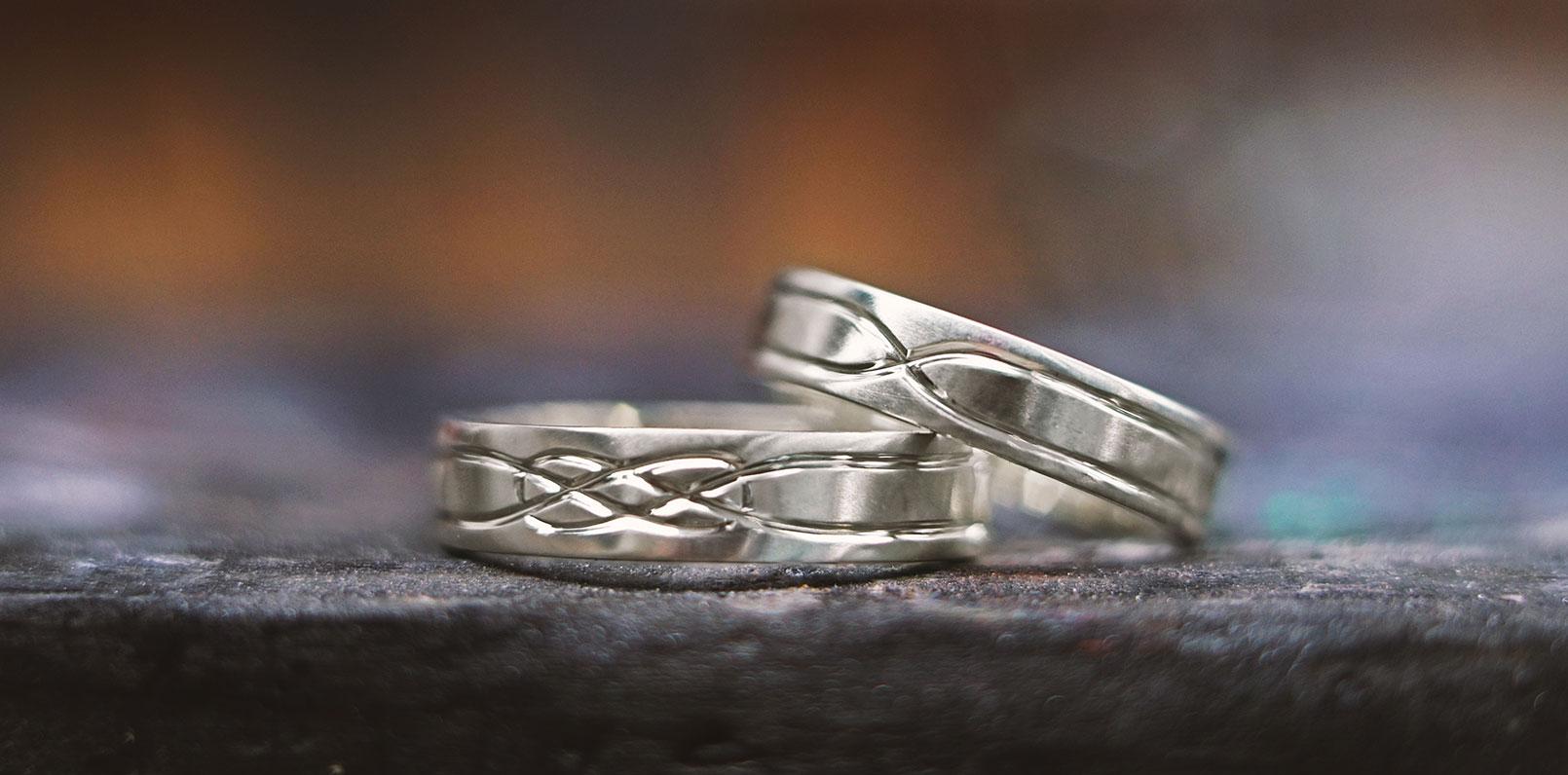 harriet-kelsall-bespoke-jewellery-engraved-wedding-rings[1].jpg