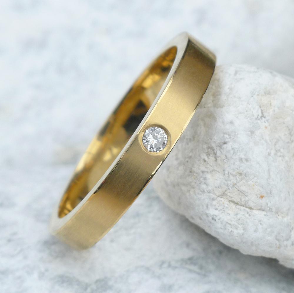 Single-Diamond-Gold-Ring-3.jpg