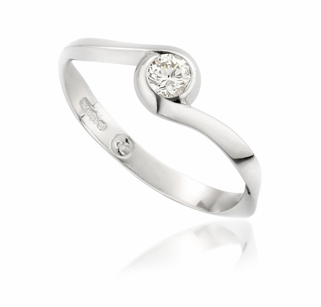 Bespoke platinum and diamond engagement ring by Claire Troughton.jpg